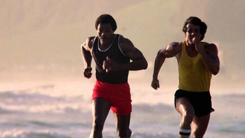Τρεις βασικές ασκήσεις προπόνησης για να κάνεις στην παραλία