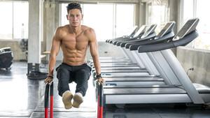 3 πρωινές ασκήσεις που θα σου προσφέρουν επίπεδο στομάχι