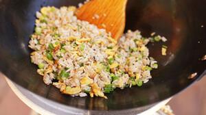 Το egg fried rice είναι το κινέζικο πιάτο που όλοι αγαπήσαμε