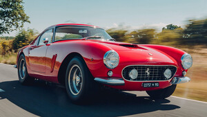 Τίποτα δεν μπορεί να τα βάλει με το κόκκινο χρώμα της Ferrari 250 GT