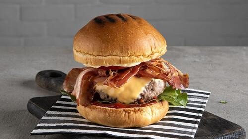 Άκης Πετρετζίκης: Cheeseburger