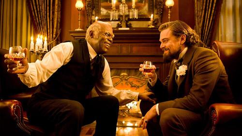 Ο Tarantino μπορεί να προσκυνάει το σινεμά αλλά τρελαίνεται για το καλό whisky