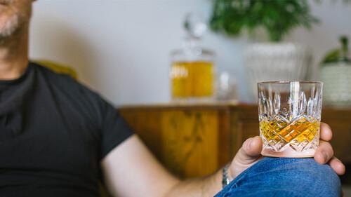 Η πανδημία μας έκανε να πίνουμε συχνότερα
