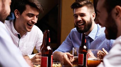 Έρευνα: Οι άντρες πρέπει να βγαίνουν με τους κολλητούς τους τουλάχιστον 2 φορές την εβδομάδα