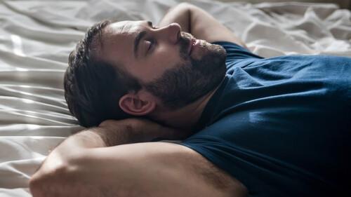 Τι πρέπει να κάνετε πριν πάτε για ύπνο σύμφωνα με την επιστήμη