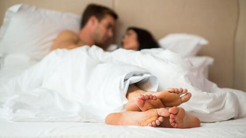 Ποιος κοιμάται πρώτος μετά το σεξ, οι άντρες ή οι γυναίκες;