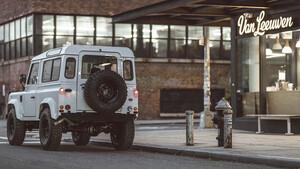 Τα παλιά Land Rover παραμένουν μάχιμα χάρη στην Brooklyn Coachworks