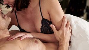 Θέλεις να έχει το ραντεβού σου happy ending; Πέντε γυναίκες σου λένε πώς να τις ρίξεις στο κρεβάτι!