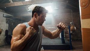 Chris Hemsworth: Όταν ο Thor βάζει πρόγραμμα ενδυνάμωσης το εννοεί
