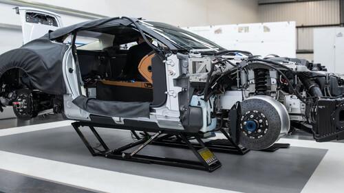 H παραγωγή της Aston Martin μόλις ξεκίνησε και μπορείτε να είστε παρόντες