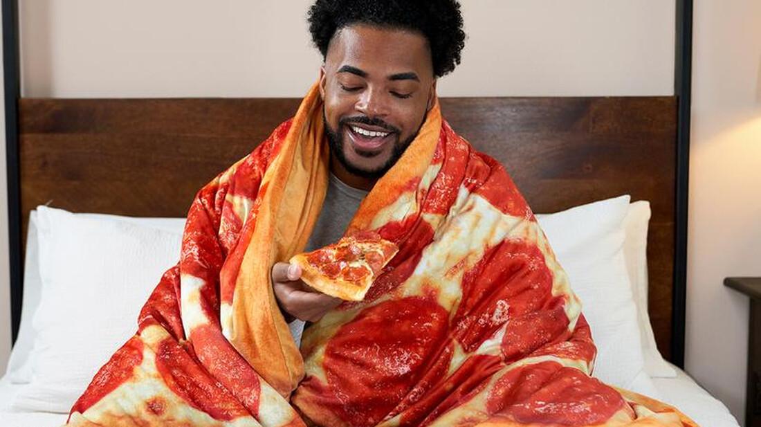 Η πίτσα-κουβέρτα είναι το πιο τίμιο αντρικό δώρο για τον χειμώνα