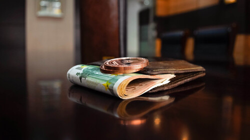 Αυτό το πορτοφόλι είναι ιδανικό για την προσέλκυση χρημάτων