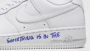 The List: Τα λευκά sneakers είναι οι «πυλώνες» κάθε γκαρνταρόμπας