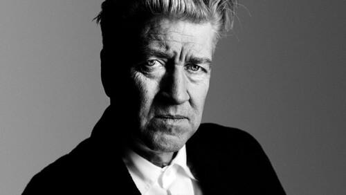 Ο David Lynch «πιάστηκε» στα πράσα να ετοιμάζει σειρά
