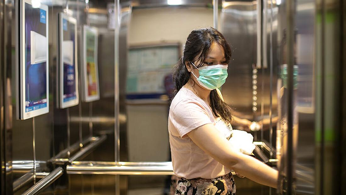 Αυτός είναι ο λόγος που πρέπει να φοράς μάσκα στο ασανσέρ