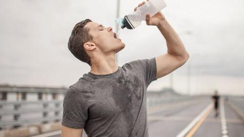 Πώς καταλαβαίνεις πως δεν πίνεις αρκετό νερό