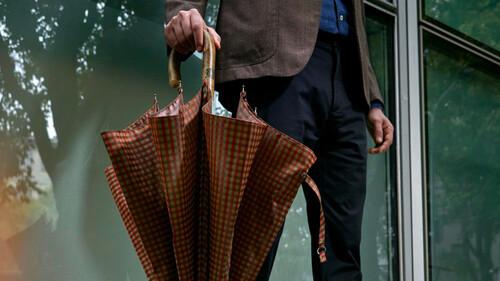 Γιατί ένας άνδρας χρειάζεται το φθινόπωρο μία cool ομπρέλα;