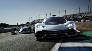 O Lewis Hamilton φεύγει από τη δουλειά με την ολοκαίνουργια Mercedes-AMG Project One