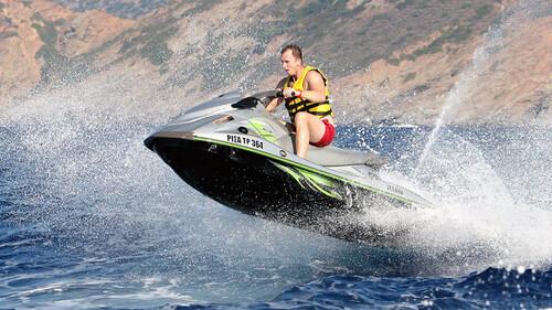 Σκωτσέζος έσπασε την καραντίνα κι έκανε ταξίδι 4,5 ωρών με jet ski για να δει την κοπέλα του
