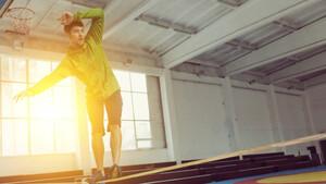 Πώς τo slacklining θα σε κάνει περισσότερο fit κι από ακροβάτη