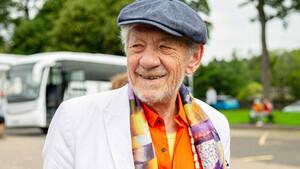 O Ian McKellen έκανε το εμβόλιο του κορονοϊού και μας το προτείνει ανεπιφύλακτα