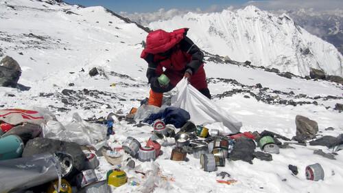 Δεν φαντάζεσαι πόσα σκουπίδια είναι μαζεμένα στο Έβερεστ