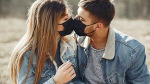 Ποια είναι η θαυματουργή λέξη που ενώνει τα ζευγάρια;