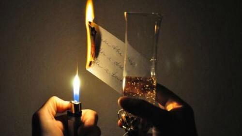 Ποια είναι η χώρα που καίει τις ευχές και τις πίνει στο ποτήρι;