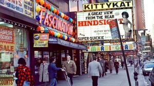 Adult Theaters: Η εποχή που ο κόσμος «μοιραζόταν» την αυτοϊκανοποίησή του