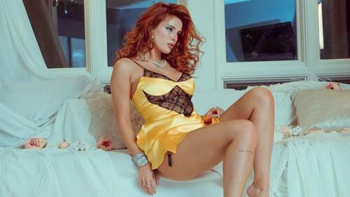Η Bella Thorne ποζάρει με σέξι εσώρουχα