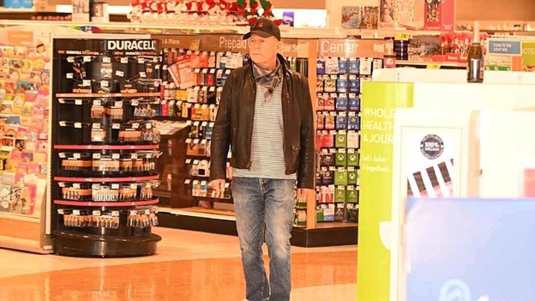 O Bruce Willis έφαγε πόρτα επειδή αρνήθηκε να βάλει μάσκα μέσα σε φαρμακείο