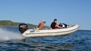 Τρομακτικό: Το φουσκωτό δεν έλεγε να σταματήσει μέσα στη θάλασσα