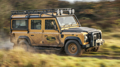 To Land Rover Defender Trophy είναι η αναβίωση ενός θρύλου 400 ίππων