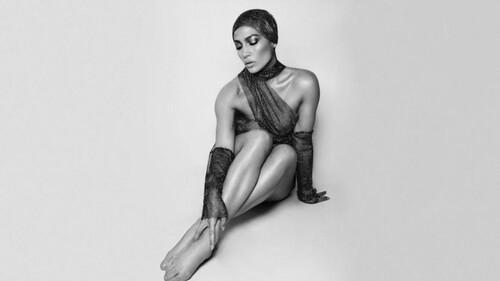 Η Jennifer Lopez μας βάζει στη ζώνη του λυκόφωτος για άλλη μια φορά