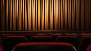 Ηθοποιός της δεκαετίας του '90 καταγγέλλει πασίγνωστο σκηνοθέτη για σεξουαλική κακοποίηση