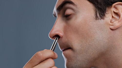 Πώς να ξεφορτωθείς τις ενοχλητικές τρίχες στη μύτη σου