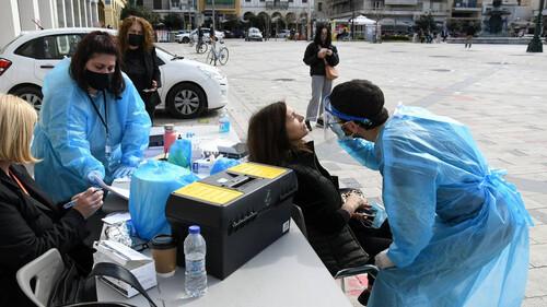 Κρούσματα σήμερα: Κοντά στις 2.000 και πάλι τα κρούσματα - Γέμισαν οι ΜΕΘ