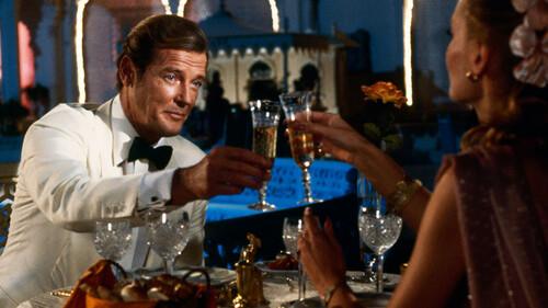 James Bond: Όλες οι σαμπάνιες που έχει πιει στις ταινίες