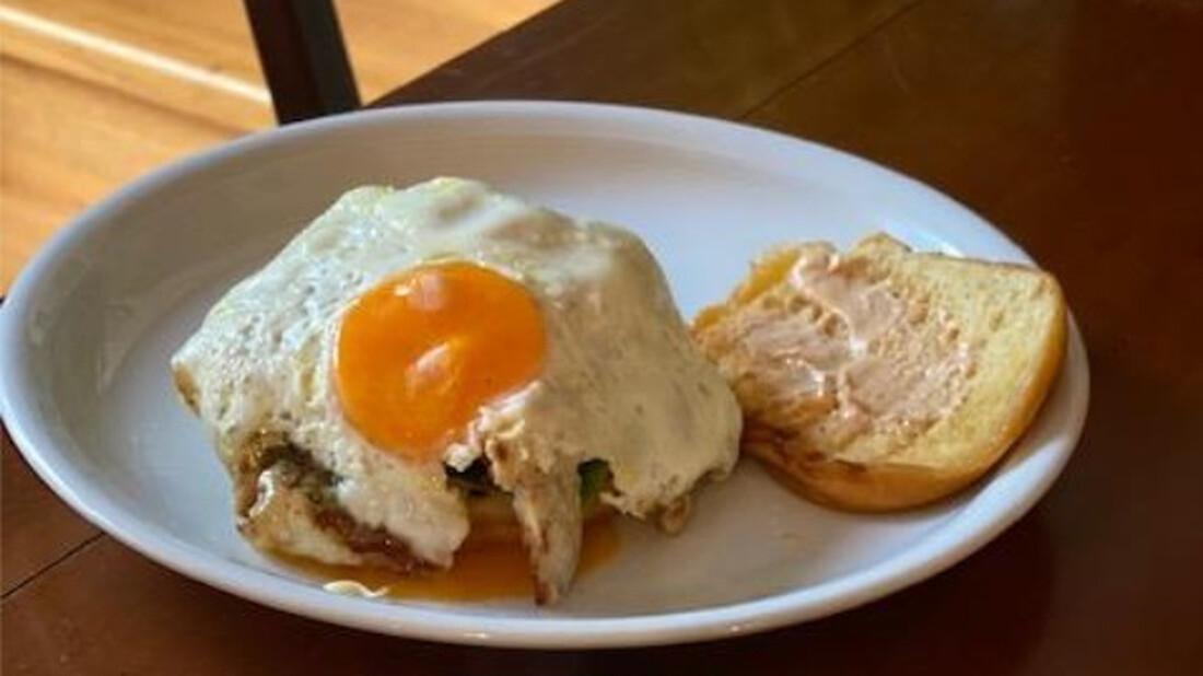 Τι γνώμη έχεις για το Cheese burger με αβγό;