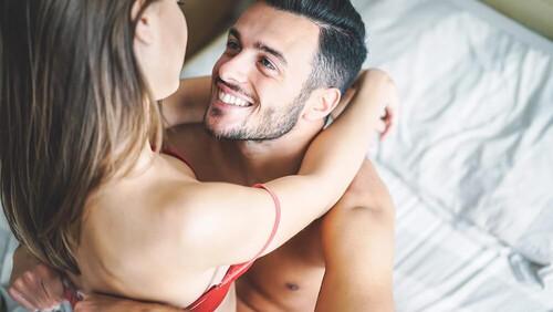 Έρευνα: Γιατί είναι καλό για την υγεία μας να κάνουμε πρωινό σεξ;