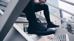 Stealth Kicks: Όταν το μαύρο είναι ότι πιο chic υπάρχει στα πόδια σου