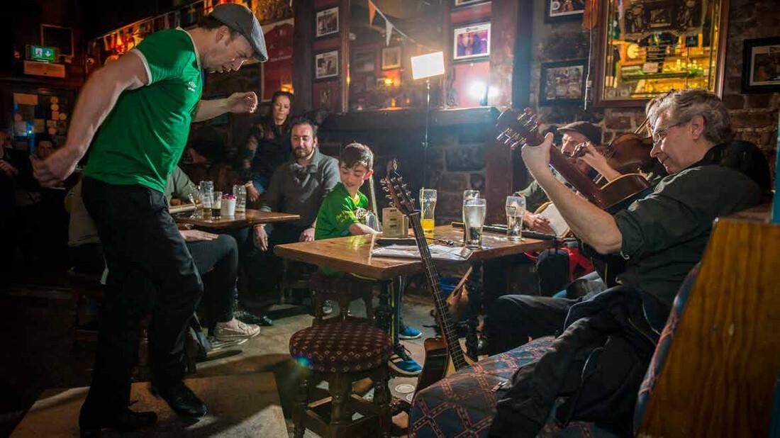 «Σε μία ιρλανδική pub στο Limerick, ανακάλυψα πως θέλω να γράφω αστικές ιστορίες»