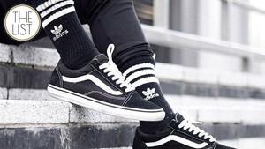 Τhe List: Τα μαύρα sneakers είναι η σοφιστικέ απάντηση στα υπερεκτιμημένα, άσπρα trainers
