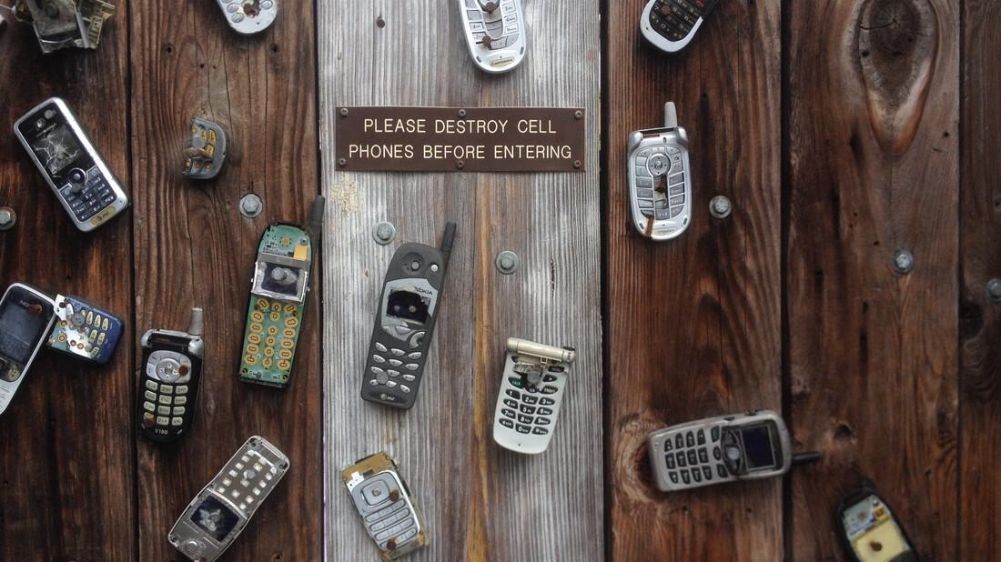 Ελλάδα: Θυμάσαι πότε κυκλοφόρησαν τα πρώτα κινητά τηλέφωνα;