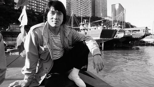 Jackie Chan πόσα χέρια έχεις σπάσει στις ταινίες σου;