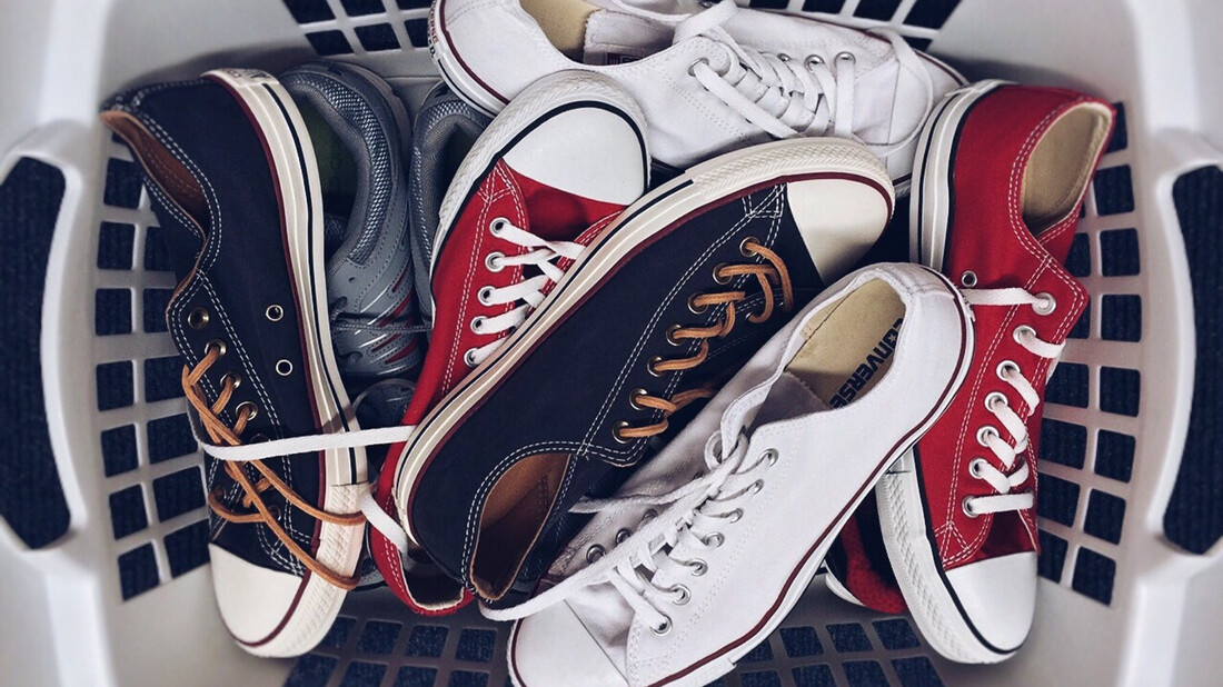 Sneakers: Δύο TikTokers σου δείχνουν πώς να τα κάνεις σαν καινούργια