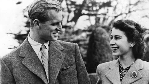 Πώς ο Φίλιππος βοήθησε την Ελισάβετ να σώσει τη βρετανική μοναρχία