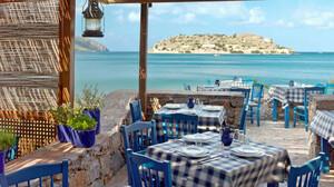 Ελληνικές ταβέρνες: Γιατί οι τουρίστες μαγεύονται από αυτές