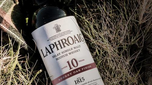 Laphroaig 10yo Sherry Oak Finish: Ένα ουίσκι που ακροβατεί με την πολυπλοκότητα