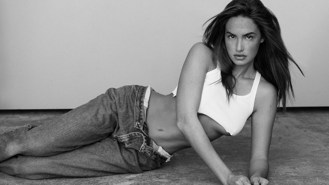 H Haley Kalil μας δείχνει τι σημαίνει συνδυασμός ομορφιάς και class